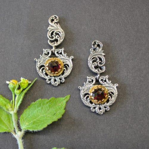 Klassischer Trachtenschmuck: Filigrane Ohrringe aus Silber mit Granat