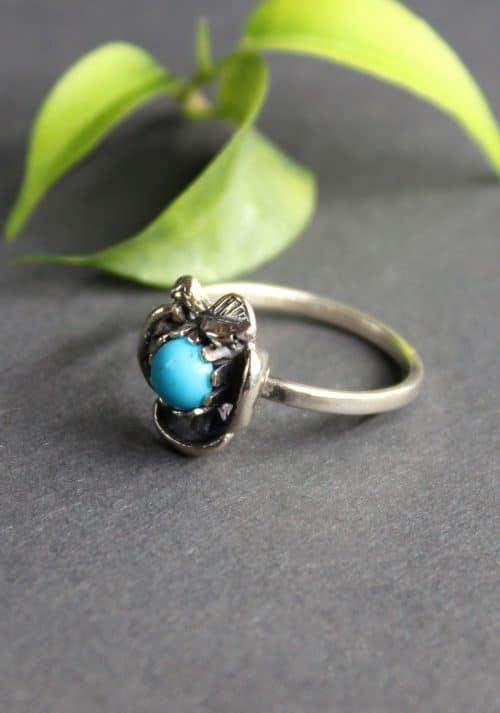 Zierlicher Trachtenschmuck Ring in Blumenform und Türkis