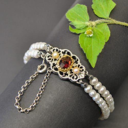 Trachten Armband mit Perlen und einer Schließe aus Silber