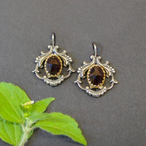 Ohrringe aus Silber und trachtigen Details