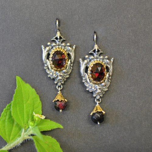 Trachtenschmuck: Trachten Ohrringe aus Silber mit Granat und Granattropfen angehängt