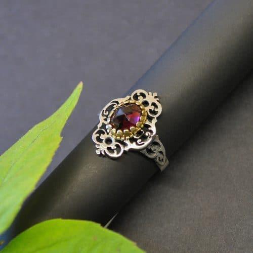 Trachtenschmuck Ring aus Silber mit einem Granat