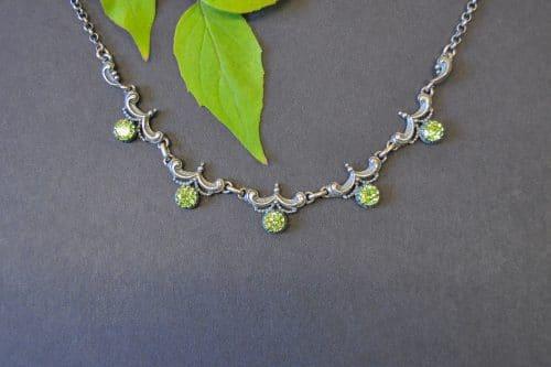 Echte Trachtenschmuck Halskette Silber mit fünf grünen Zirkonia Schmucksteinen