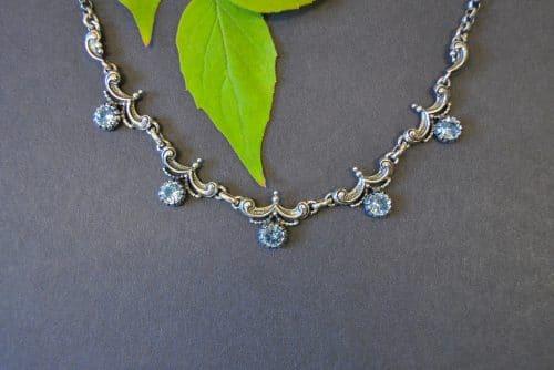 Trachtenschmuck Kette Silber mit 5 blauen Spinell Steinen