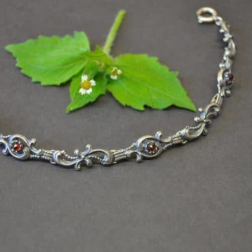 Trachtenschmuck Armband aus Silber mit Granat Schmucksteinen gefasst