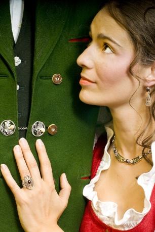 Traditioneller Trachtenschmuck aus der Steiermark bzw, des Ausseerlands