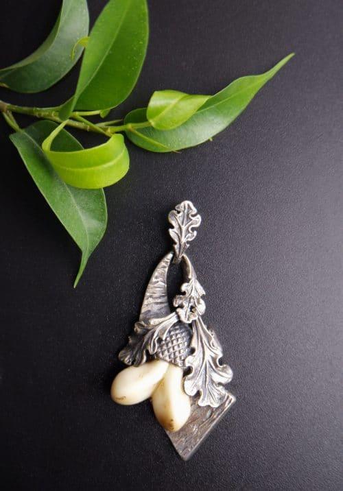 Detailreicher Grandlschmuck Anhänger für Männer: Eichenlaubzier, Silber handgefertigt