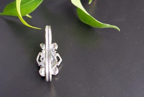 Silberner Bindelring mit Blumenmotiv hintere Ansicht