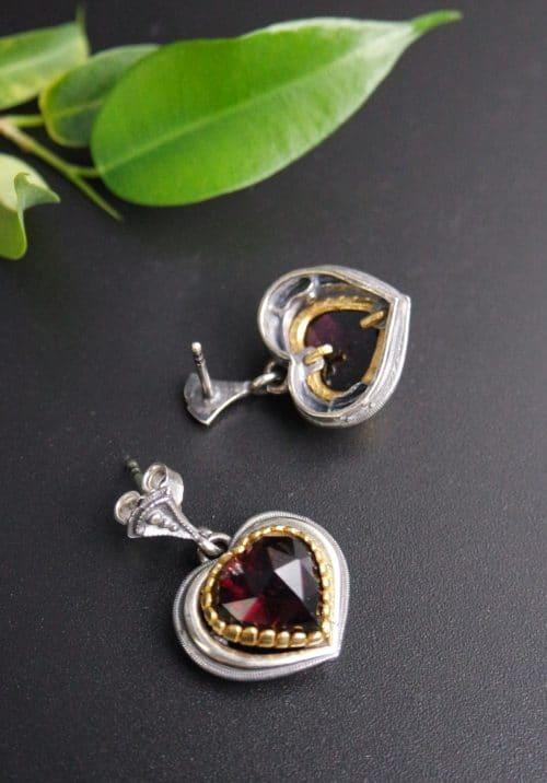 Trachtenschmuck Herz: Ohrringe Rita aus Silber und Granat in Herzform geschliffen