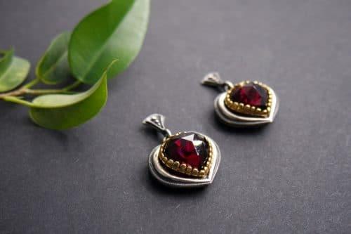 Dirndlschmuck Herz: Ohrringe Rita aus Silber und Granat in Herzform geschliffen