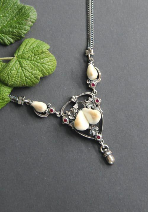 Trachtenschmuck Grandelschmuck: Trachtenkette für Damen in Silber mit Grandeln und synthetischen Rubinen