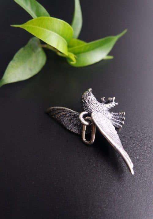 Anhänger Adler in Silber, seitliche Ansicht
