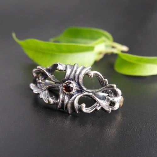 Krawattenring Christian in Silber und Granat gefasst
