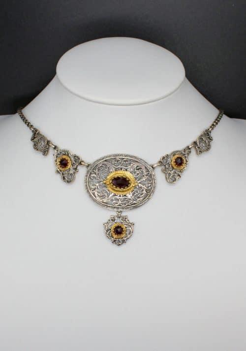 Trachtenschmuck Silber: Collier Brunhilde an weißer Büste getragen