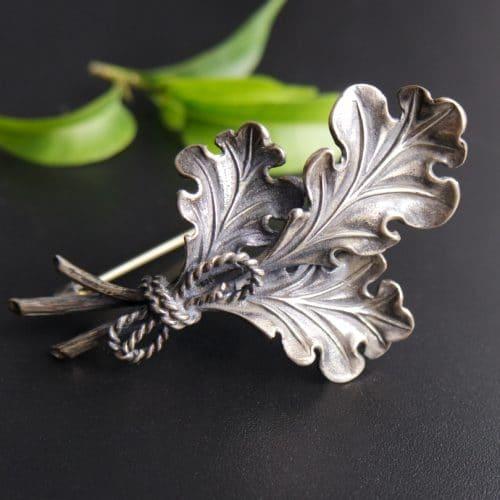 Hutnadel / Brosche in Silber, Motiv: Eichenlaub