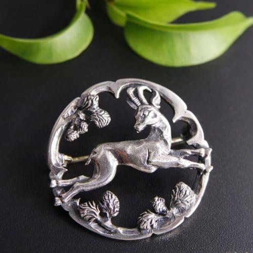 Hutnadel in Silber, Motiv Gams