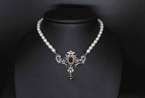 Trachtenschmuck Perlenkette mit silbernem Mittelteil und Granat