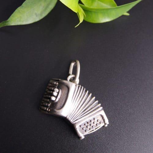 Anhänger für Uhrenkette, Motiv Ziehharmonika in Silber
