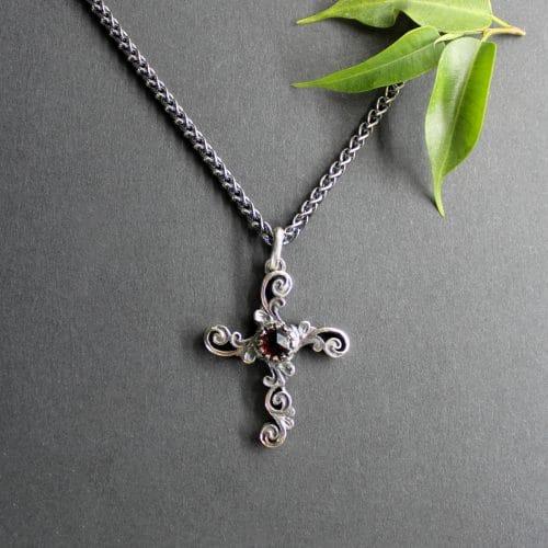 Trachtenschmuck Kreuz Anhänger Gerlinde in Silber an Silberkette