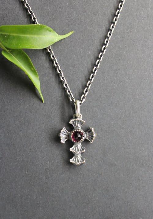 Trachten Silberkette mit Kreuz Anhänger in Silber und Granat