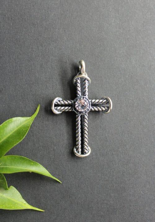 Silberner Trachtenschmuck Kreuz Anhänger Johanna mit Spinell