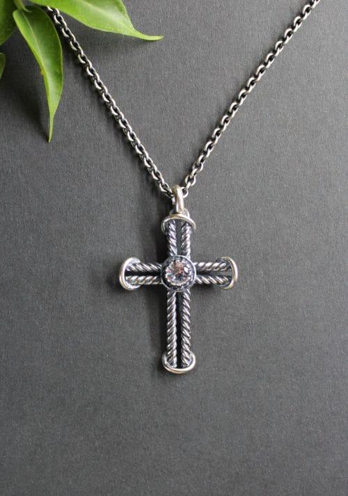 Trachtenschmuck Anhänger Kreuz Johanna in Silber, an Silberkette