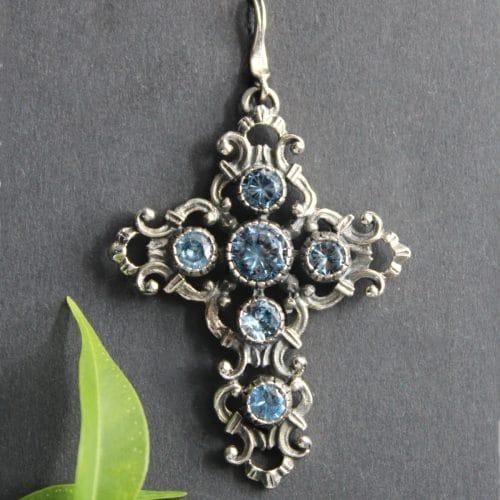 Trachtenschmuck Anhänger Kreuz in Silber und blauem Spinell