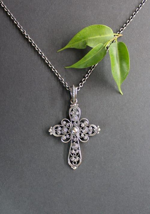 Anhänger Kreuz Julia an Silberkette