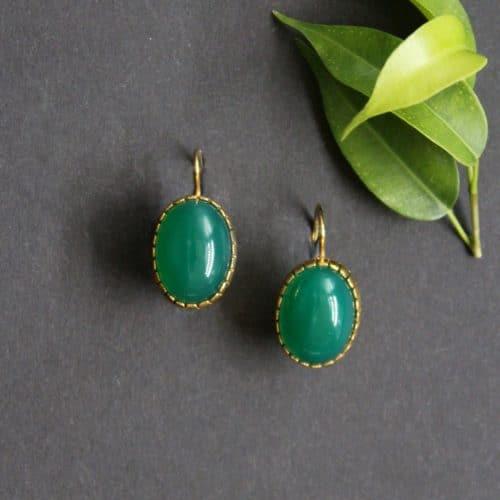 Schöne grüne Trachtenschmuck Ohrringe Antonella, Schmuckstein Grünachat in silber-vergoldeter Fassung