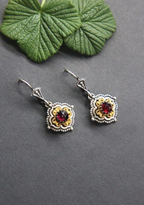 Trachten Ohrringe in Silber und Granat, vergoldete Details