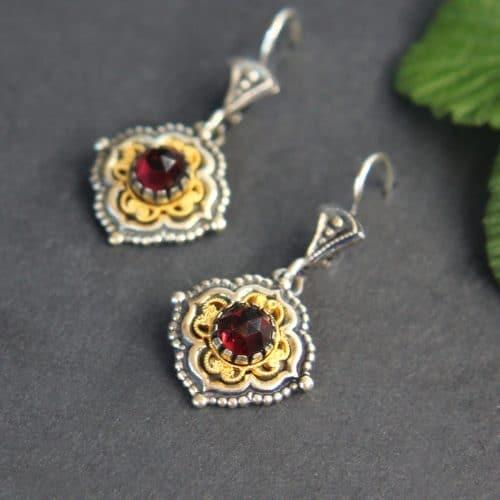 Trachtenschmuck aus der Steiermark: Ohrringe Cornelia in Silber mit Granat