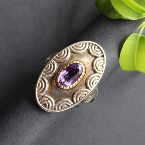 Lila Trachtenschmuck Ring