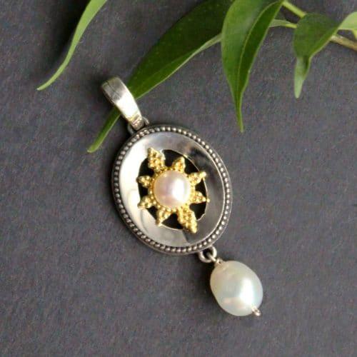 Trachtenschmuck: Silberner Anhänger mit Sternenplatte und Perlen