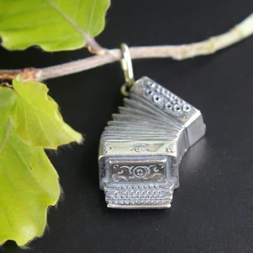 Ziehharmonika in Silber für Uhrkette