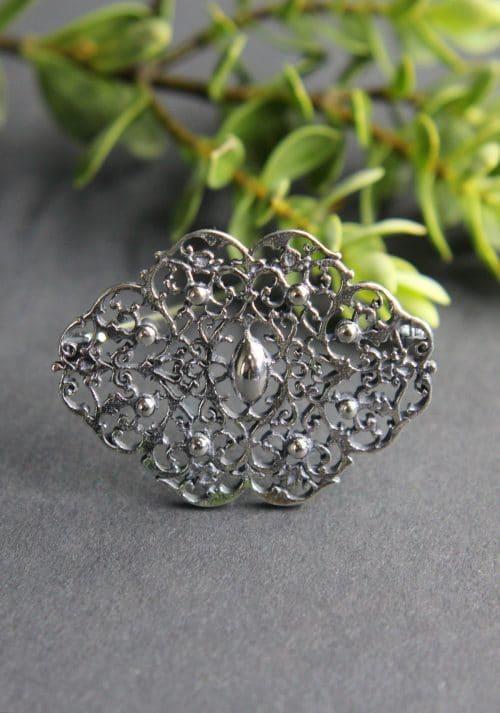 Trachten Brosche mit Schnörkelmuster in Silber