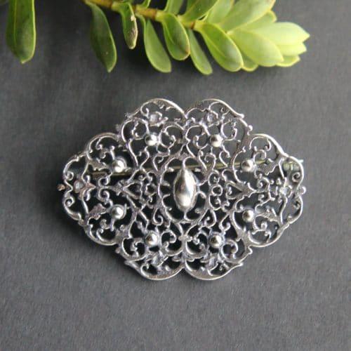 Trachtige Brosche für Dirndltuch in Silber