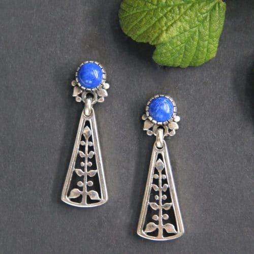Schmuck zum Dirndl in Blau: Ohrhänger in Silber und Lapis gefasst