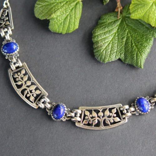 Trachtenschmuck für Damen: moderne Trachtenkette in Silber und Lapis