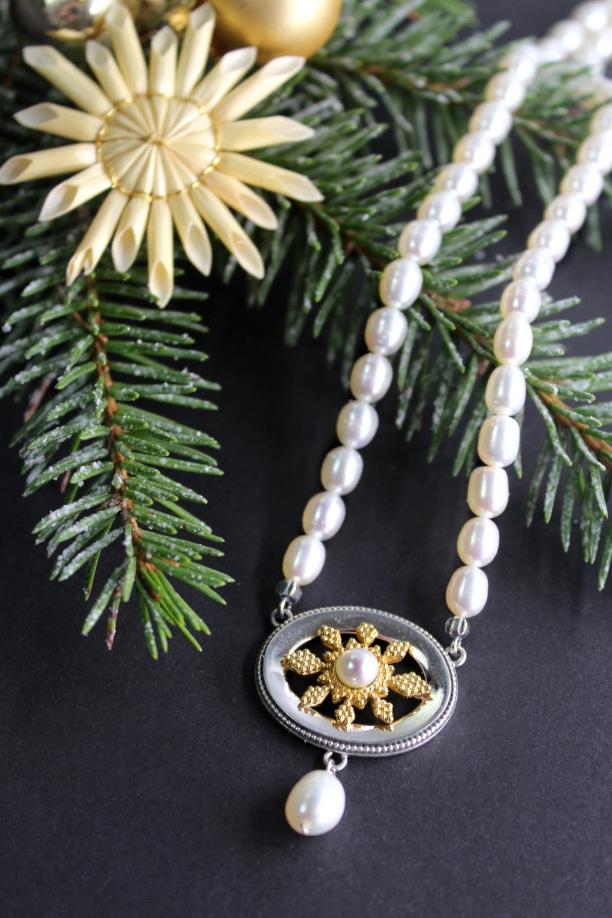 Schmuckset des Monats Dezember Perlenkette Stern