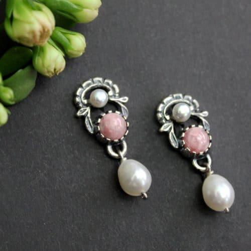 Rosa Trachtenschmuck: Ohrringe Jutta in Silber mit Perlen und Rhodochrosit