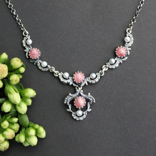 Trachtenkette Damen rosa: silberne Halskette mit Perlen und Rhodochrosit