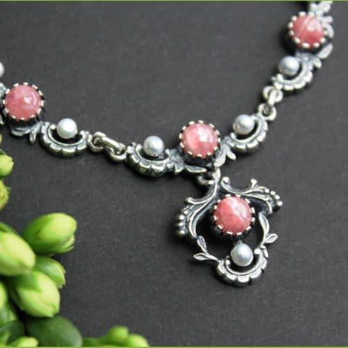Rosafarbene Trachtenkette in Silber