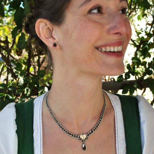 Jagdschmuck Grandlschmuck Halskette kombiniert mit silbernen Granat Ohrstecker