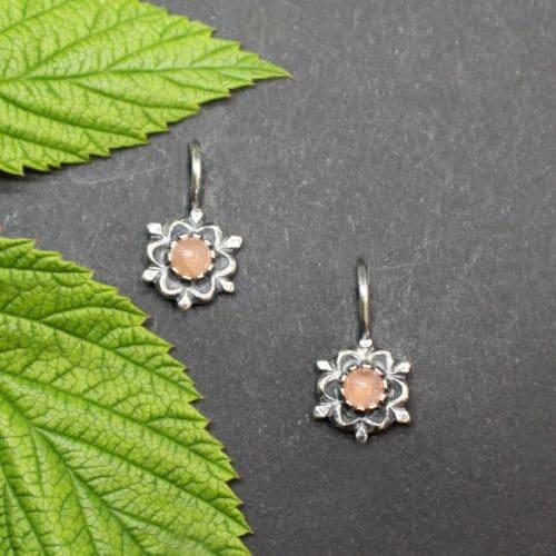 Kleine, florale Trachtenschmuck Ohrringe für Kinder in Rosa