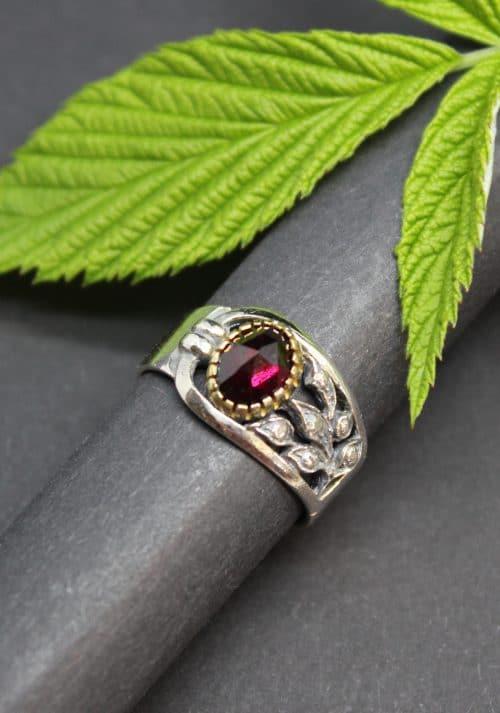 Moderner Trachtenschmuck Silberring Dagmar mit Granat