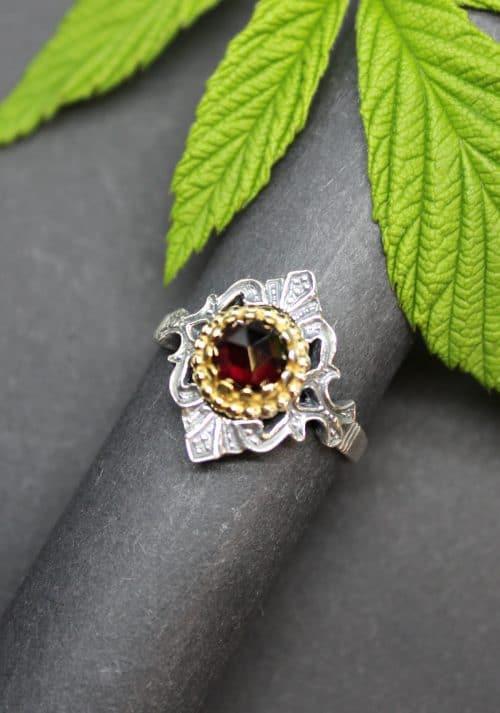 Trachtenschmuck Ring Emma aus dem gleichnamigen Set in Granat