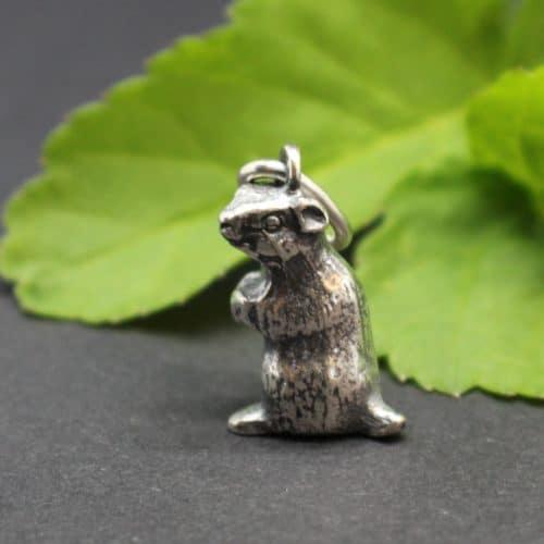 Kleiner Murmeltier Schmuckanhänger in Silber für Uhrkette oder Halskette