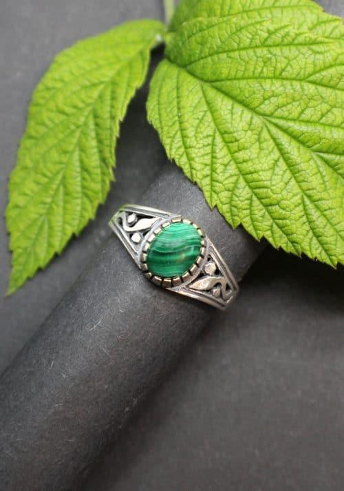 Moderner Trachtenschmuck Ring in Malachit, Lebensbaum Motiv