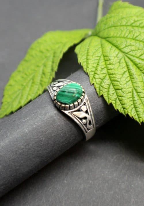 Moderner Trachtenschmuck Ring in Grün (Malachit)