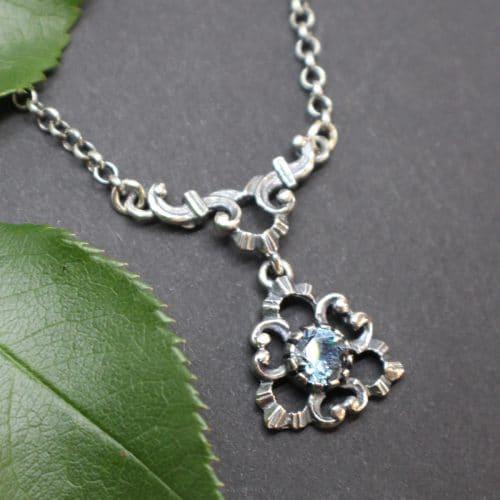 Trachtenschmuck Trachtenkette für Damen in Silber mit synthetischem blauem Spinell